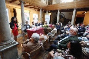 Entrega del Premio Int. de Ensayo Jovellanos (J. Pedro Aparicio) y el Premio Int. de Poesía (Celia Corral), en el museo Casa Natal. © JORGE PETEIRO. Gijón, 28/06/2016.